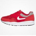 Knaller! Großer HHV Sneaker Sale mit bis zu -50% + oben drauf weitere 30% dank Gutschein – z.B. Nike Air Safari in Rot für 45,97€ (statt 82€)