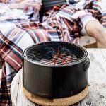 BergHOFF BBQ-Tischgrill aus Karbonstahl mit Trageriemen und Korkdeckel für 47€ (statt 56€)