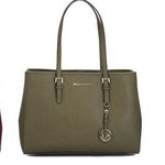 "Michael Kors Lederhandtasche ""Jet Set"" in 2 Farben für je 112,12€ (statt 155€)"
