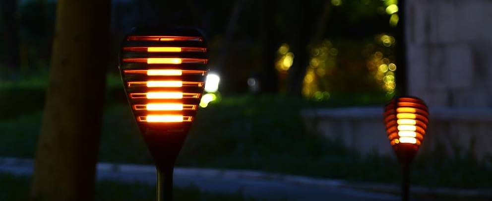2er Pack: Solar LED Gartenleuchte mit Flammeneffekt für 17,76€