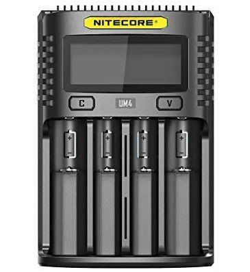 Nitecore UM4   intelligentes Ladegerät mit 4 Schächten für 22,54€