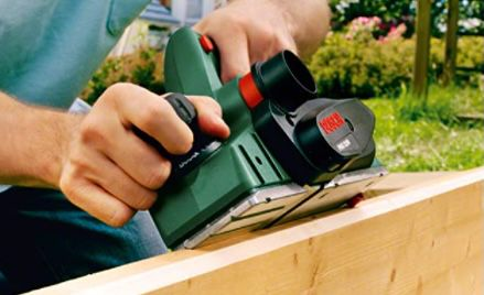 Bosch PHO 3100 Elektrohobel mit Koffer für 107,99€ (statt 139€)