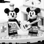 Lego Micky Maus Steamboat Willie für 76,49€ (statt 89€)