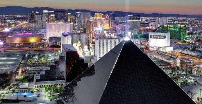 Las Vegas: 5 Nächte im 4* Hotel Luxor am Boulevard ab 88€p.P.