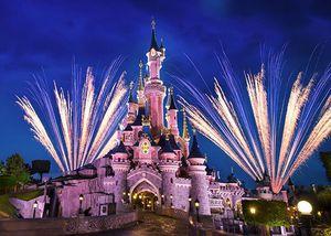 Bonfire Event im Disneyland Paris inkl. 2 Tages Tickets & 2 ÜN mit Shuttle ab 155€ p.P.