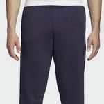 adidas Athletics Essentials Linear Tapered Jogginghose für 22,47€ (statt 30€)