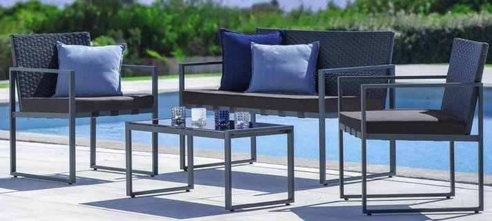 Gartengarnitur Moni inkl. Sitzbank, 2 Stühlen und Tisch mit Glasplatte für 112,69€ (vorher 249€)