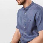 Tommy Hilfiger Kurzarm-Leinenhemd mit Stehkragen in S und L für 50,86€ (statt 90€)