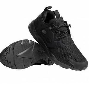 Reebok Furylite Triple Black Trainer Sneaker für 33,94€ (statt 45€)