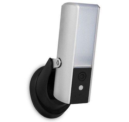 Smartwares CIP 39901 Guardian IP Kamera mit Beleuchtung für 105,90€ (statt 160€)