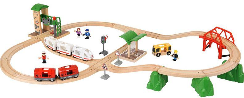 BRIO Holz Spielzeugbahn (41 tlg) World Travel City Set Bahn für 63,39€ (statt 90€)