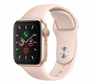 Apple Watch Series 5 GPS 40mm in Gold mit Sandrosa Sportarmand für 399€ (statt 422€)