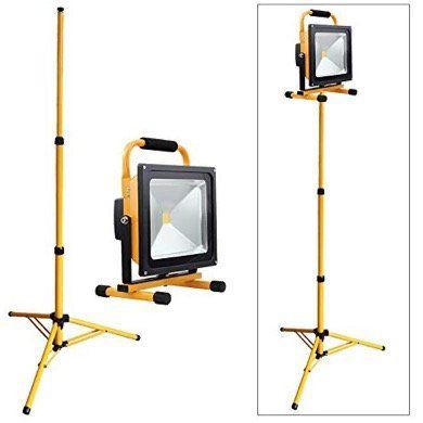 Vingo 50W Kaltweiß LED Akku Baustrahler in Gelb mit Stativ für 41,29€ (statt 59€)
