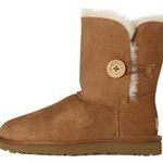 UGG Bailey Button II Damen-Stiefel in Braun oder Schwarz für je 96,91€ (statt 132€)