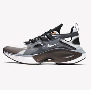 Nike Signal D/MS/X Sneaker für 54,58€ (statt 76€)