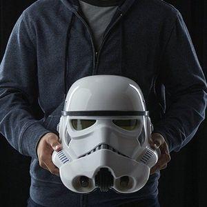 Abgelaufen! Hasbro Star Wars Stormtrooper Helm mit Stimmenverzerrer für 55,07€ (statt 83€)