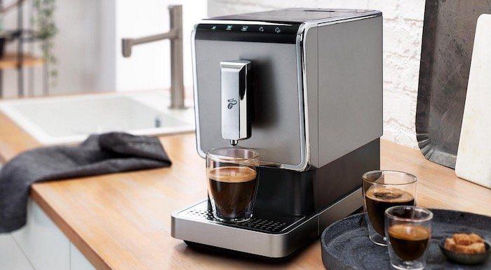 Tchibo Esperto Caffè 1.1 Kaffeevollautomat für 199€ (statt 255€) + 1kg Kaffee