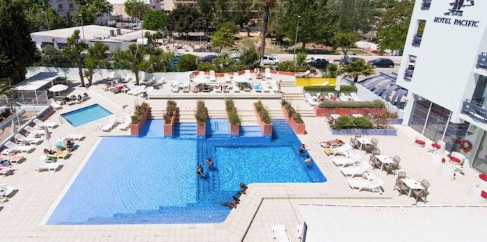 Ibiza: 4 ÜN im 3* azuLine Hotel Pacific inkl. Halbpension + Flügen ab 290€ p.P.