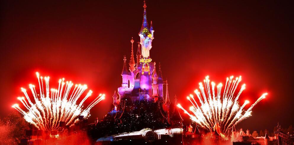 Disneyland Paris: 2 Tage Eintritt in beide Parks (Disney's Magical Fireworks & Bonfire) inkl. 2 Nächte im Disney Themen Hotel ab 209€ p.P.