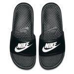Nike Freizeit Outfit 3-teilig (Shirt, Short, Badesandalen) für 46,70€ (statt 54€)
