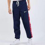 Nike Swoosh Taped Herren Sweathose für 29,99€ (statt 58€) – M, L, XL