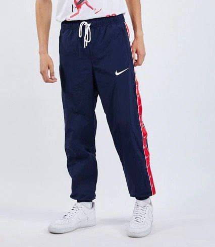 Nike Swoosh Taped Herren Sweathose für 29,99€ (statt 58€)   M, L, XL