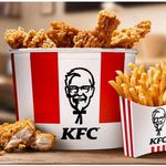 KFC: Bucket To Go mit 4 Filet Bites, 6 Hot Wings, 4 Crispys und Pommes für 9,99€ (statt 18€)