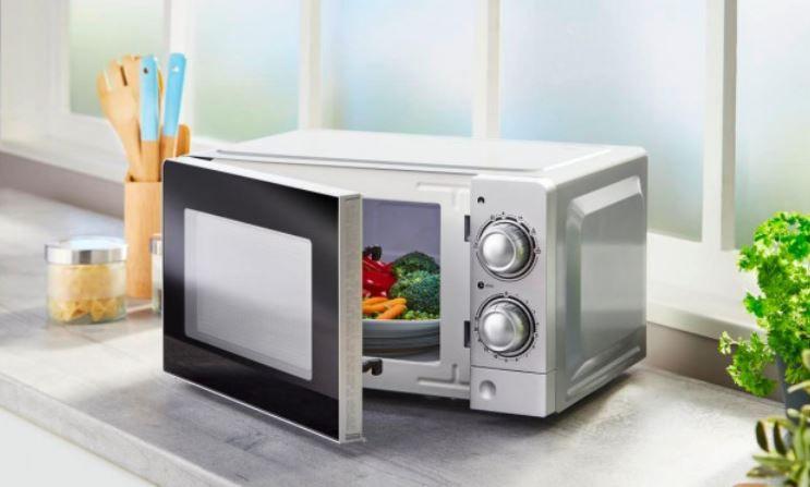 P70J20L V7 günstige Mikrowelle mit 17l Volumen Silber o. Weiß für 39,50€ (statt 55€)