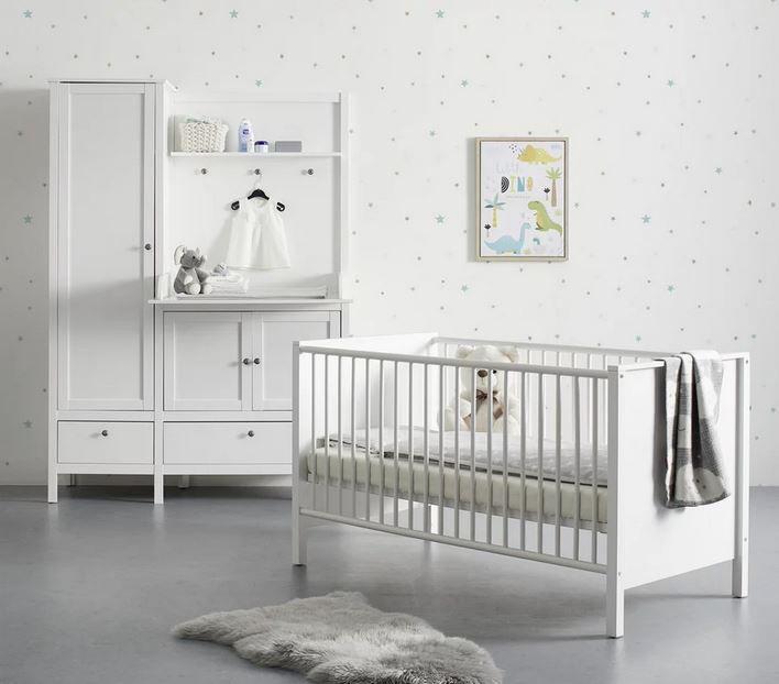 Babyzimmer Emma – Bettchen mit Schrank u. Wickelkommode für 349,30€ (statt 499€)
