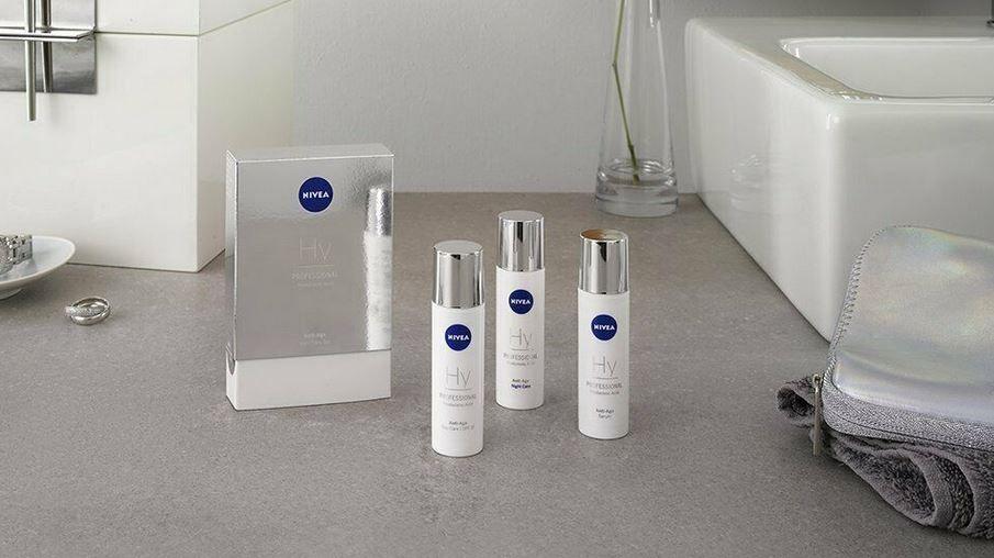 2x NIVEA Professional Test Set 3 tlg: Tester Hyaluron Tages  & Nachtpflege & Serum für 19,99€ (statt 25€)