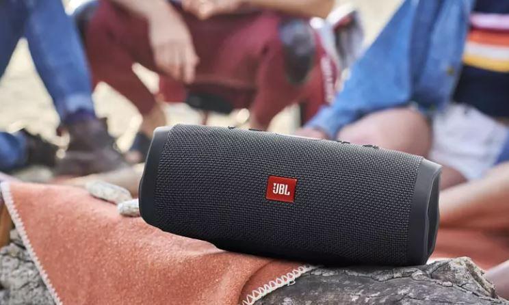 JBL Charge Essential mobiler Bluetooth Lautsprecher für 77€ (statt 106€)