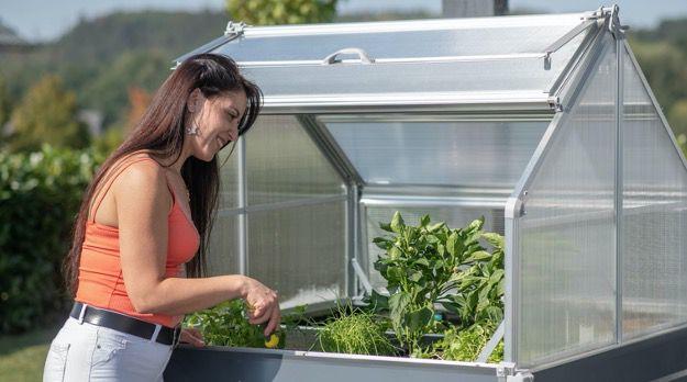 Westmann Hochbeet Store & Grow mit Pflanztrögen aus Stahlblech und Dach Paneelen ab 184,99€ (statt 214€)