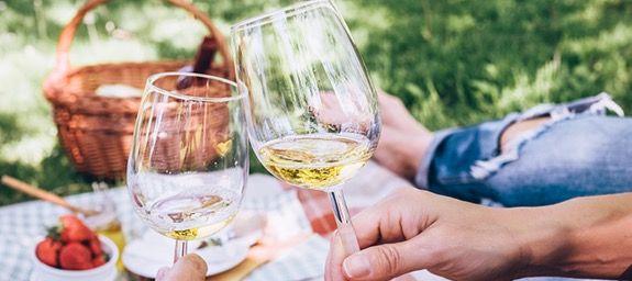 Vinos Weißwein Paket: 6x Weißwein mit 2x Schott Zwiesel Gläsern ab 24,99€ (statt 62€)
