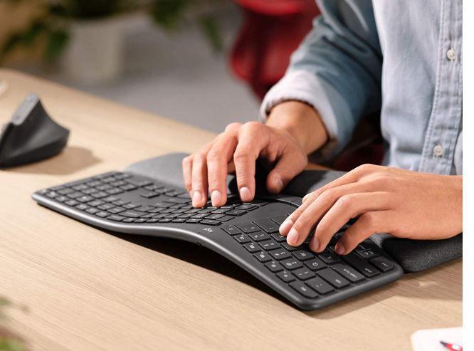LOGITECH ERGO K860 ergonomische Tastatur für 72,99€ (statt 94€)