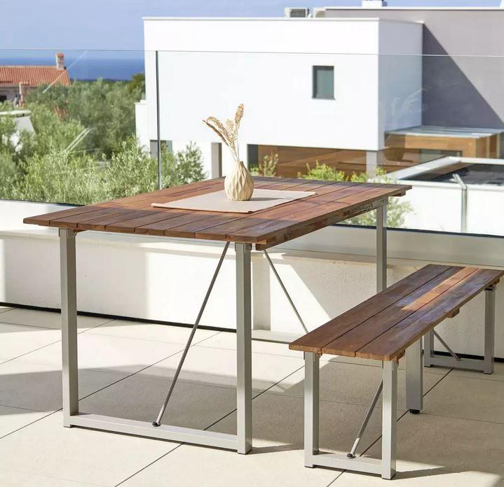 Leonor Gartentisch aus Akazie mit Metall Füßen für 139,90€ (statt 199€)