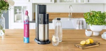 SodaStream Duo Titan Wassersprudler inkl. Reservezylinder & 4 Flaschen ab 101€ (statt 131€)