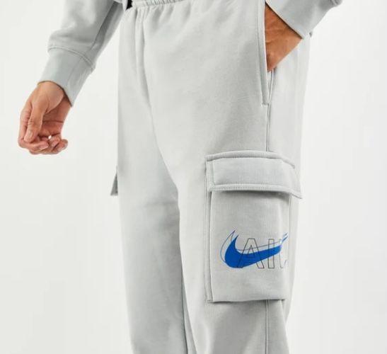 Nike Cargo Air Cuffed Herren Hose mit Seitentaschen und großem Swoosh Logo für 39,99€ (statt 49€)