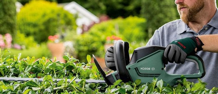 Bosch Heckenschere UniversalHedgeCut 50 ProSilence mit 480 Watt für 82,99€ (statt 102€)