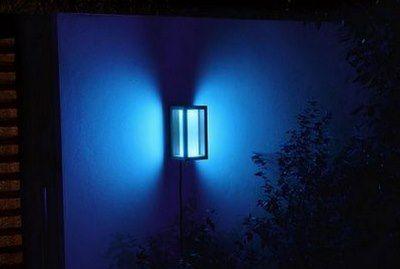 Philips Hue White & Color LED Außen Wandleuchte Impress für 84,90€ (statt 103€)