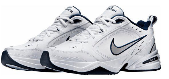Nike Air Monarch IV Sneaker in Weiß / Silber für 33,58€ (statt 60€)   44 bis 49.5