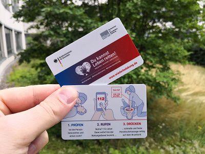 Kurzanleitung zur Wiederbelebung als Plastikkarte + Broschüre gratis nach Hause