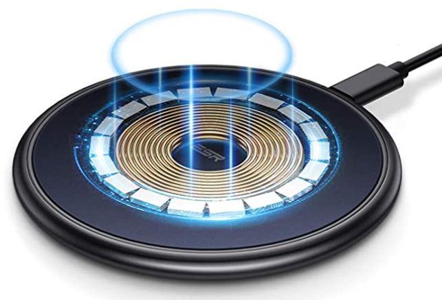 ESR schlankes Schnelllade Pad mit Magnet (MagSafe kompatibel) für 9,99€ (statt 15€)   Prime