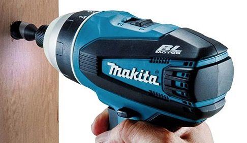 Makita Akku Quadroschrauber DTP141RMJ 18V inkl.2x Akku 4,0 Ah und MakPac für 299€ (statt 344€)