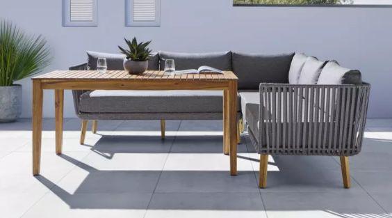 Loungegarnitur Viola mit Tisch & Eckbank inkl. Auflagen & Kissen für 629,30€ (statt 899€)