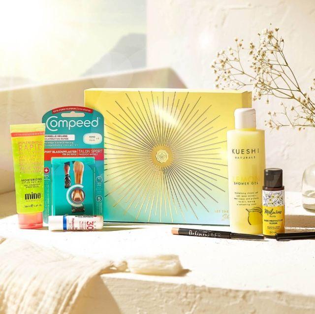 """Glossybox Beautybox im 1 Monat Flex-Abo für 15€ + 2. Box """"Let The Sun Shine Edition"""" + Feuchtigkeits-Spray gratis dazu"""