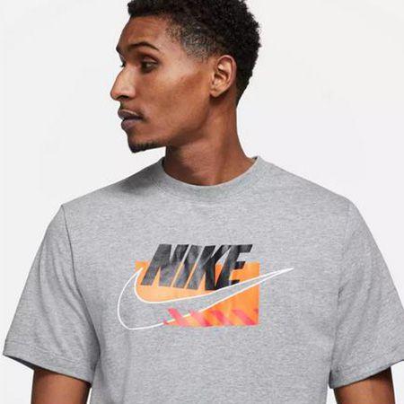 Nike NSW Brandmarks   T Shirt in S XXL für 23,91€ (statt 30€)