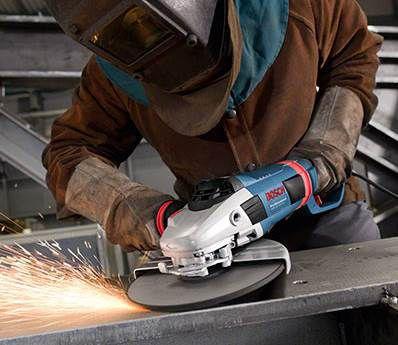 Bosch Professional GWS 26 230 LVI Winkelschleifer mit Flansch für 197,91€ (statt 239€)