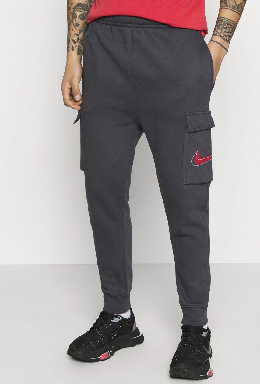 Nike Court Print Cargo Herrenhose in Anthracite für 29,99€ (statt 45€)