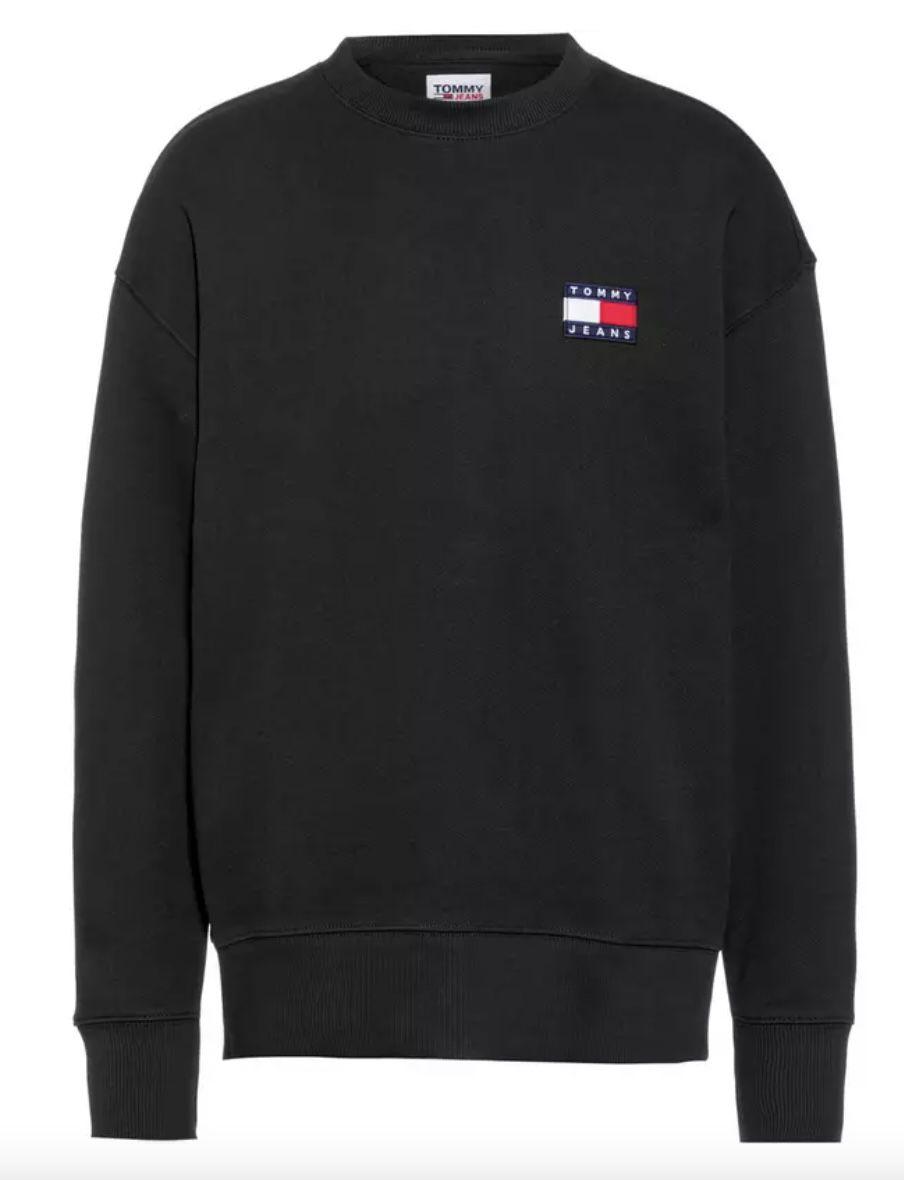 Tommy Jeans Badge Sweater in 3 Farben für je 41,56€ (statt 58€)