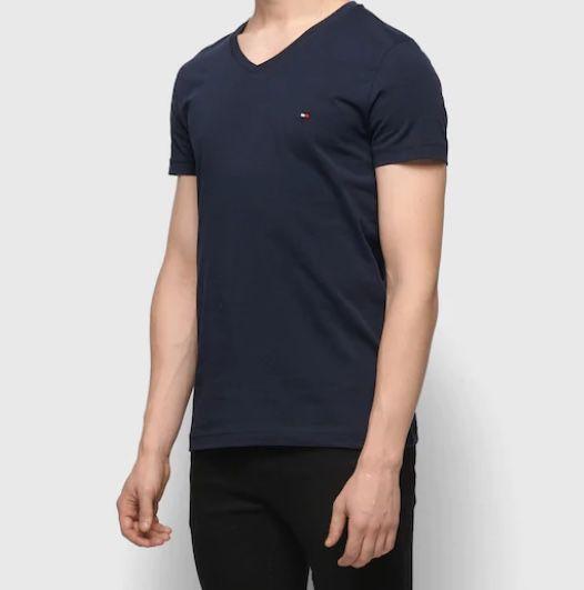 Tommy Hilfiger Jersey-Shirt mit V-Ausschnitt in 3 Farben für je 26,90€ (statt 34€)
